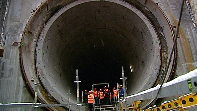 Pierwszy spacer kilometrowym tunelem pod Martwą Wisłą