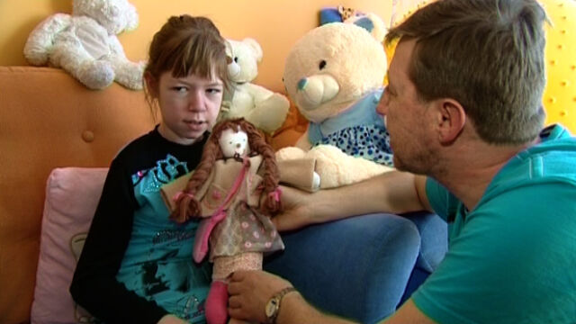 Szyją lalki dla chorej Elizy