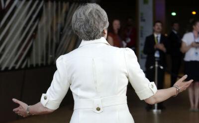 May: ustępuję ze stanowiska z mieszaniną dumy i zawodu
