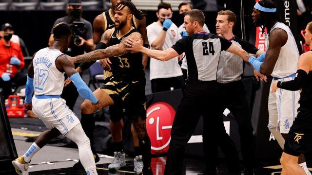 """Rękoczyny w NBA. """"Musisz iść z tym do wrestlingu"""""""