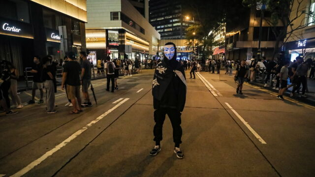 Protesty coraz bardziej radykalne. Władze: ustępstw nie będzie