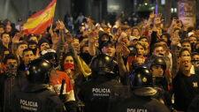 Nocne starcia na ulicach Barcelony