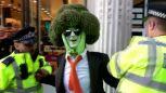 Człowiek-brokuł aresztowany podczas niedzielnego protestu klimatycznego