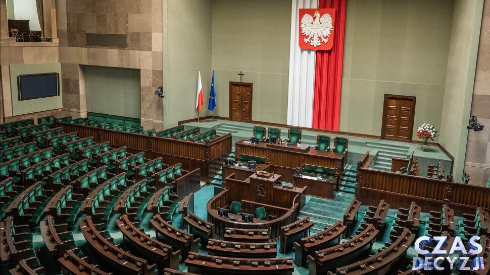 PKW przedstawiła w poniedziałek wieczorem podział mandatów do Sejmu