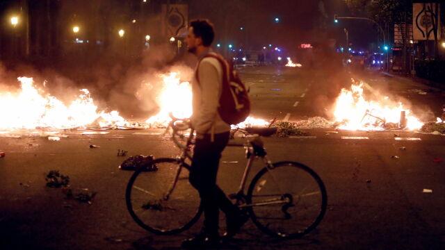 Ogień na ulicach. Katalońscy separatyści starli się z policją