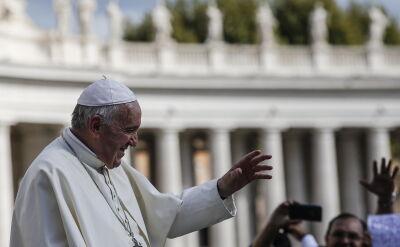 Papież mówi o potrzebie przejrzystości. W tle publikacja o nowym skandalu