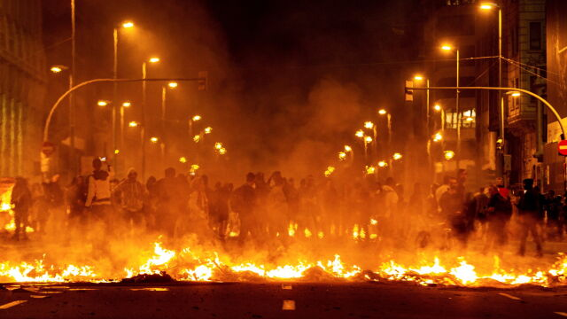 """Niespokojna noc w Katalonii. Rząd """"podejmie działania, aby zaprowadzić porządek"""""""
