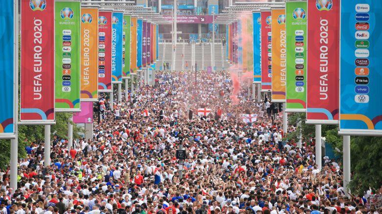 Chaos i próba wdarcia się na stadion. Szał przed finałem Euro 2020