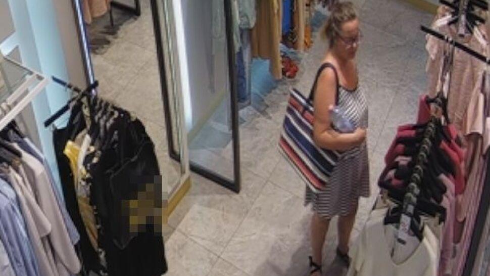 Ze sklepu zniknęła sukienka warta  1400 złotych. Tej kobiety szuka policja