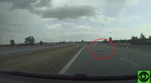 Wiózł trzy rowery, jeden spadł na autostradę.