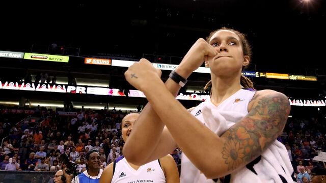 Regularna bijatyka koszykarek w lidze WNBA. Oberwało się nawet sędziemu