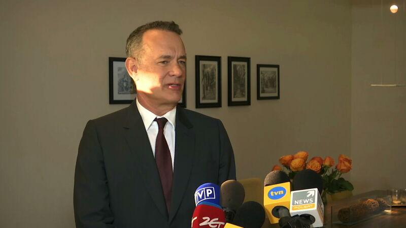 Tom Hanks odebrał malucha. Relacja reportera TVN24