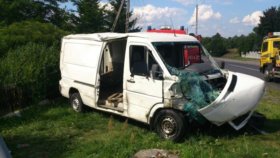 Jechali busem siedząc na paletach. 14-latka zmarła w szpitalu, 13 osób rannych