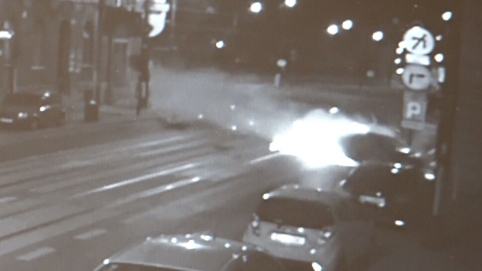Jechał szybko, wypadł z drogi i uderzył  w kamienicę. Zginęła 21-letnia studentka
