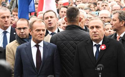 Przemowa Schetyny przed pomnikiem Piłsudskiego