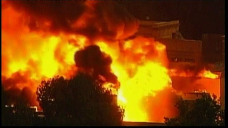 Pożar w Universal Studios Hollywood w 2008 roku (wideo archiwalne)