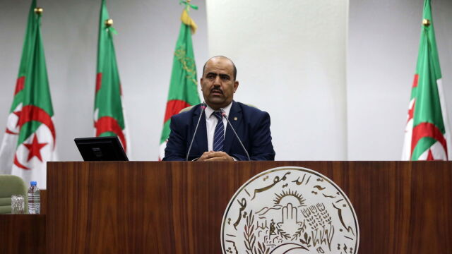 Spiker parlamentu z oazy na Saharze