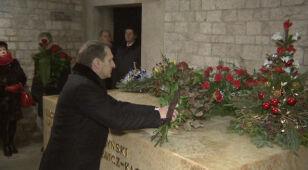 Szef Dumy złożył kwiaty przy grobie prezydenta Kaczyńskiego