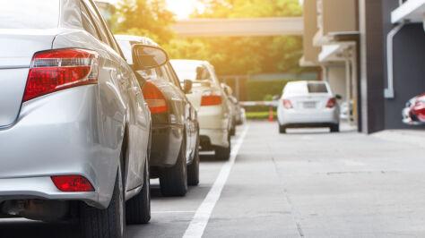 Bez prawa jazdy i ze starymi tablicami. Rządowe ułatwienia nie wszystkim się podobają
