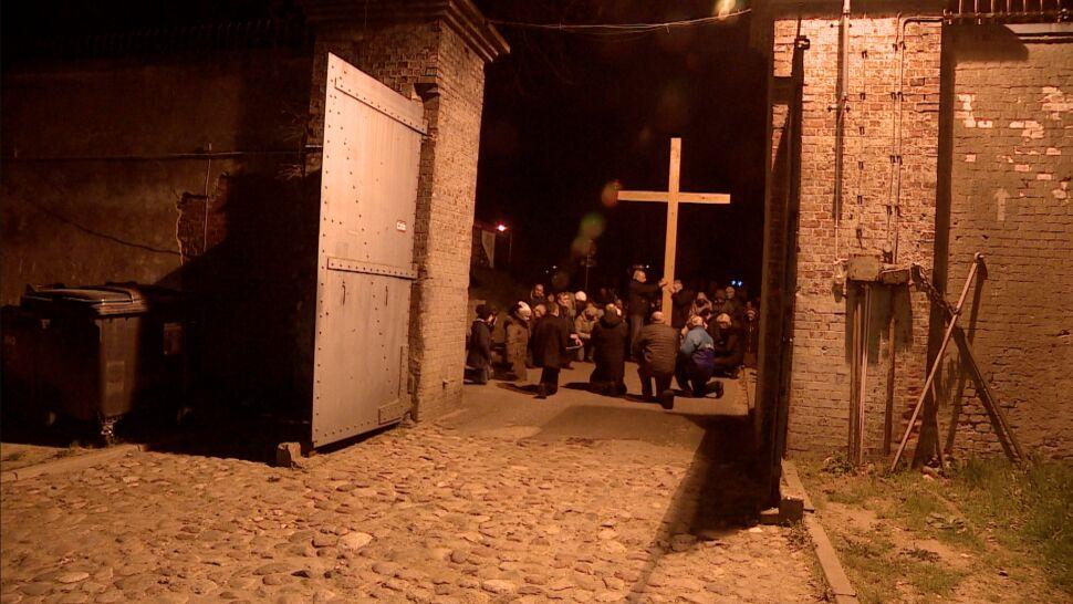 W drodze krzyżowej przeszli przez obóz, w którym Niemcy po raz pierwszy użyli gazu do mordowania ludzi