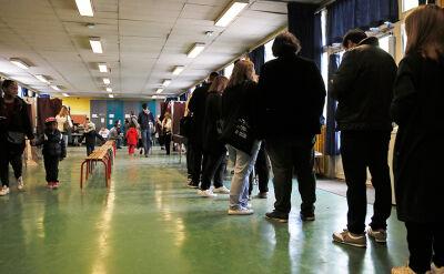 Ewakuowano cztery lokale wyborcze. Przez podejrzane samochody