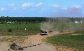 Polskie czołgi T-72 na poligonie
