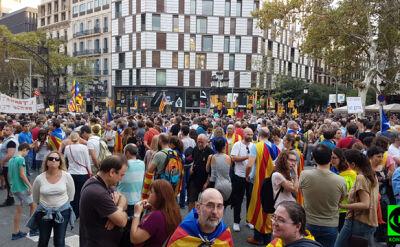 """""""Chyba wszyscy czekają, co przyniesie kolejny tydzień"""". Relacja z Barcelony"""