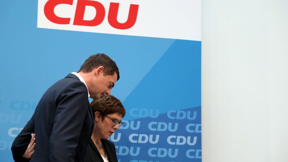 """Chadecy przegrywają i szukają winnych. """"Nigdy SPD i CDU nie były tak słabe"""""""