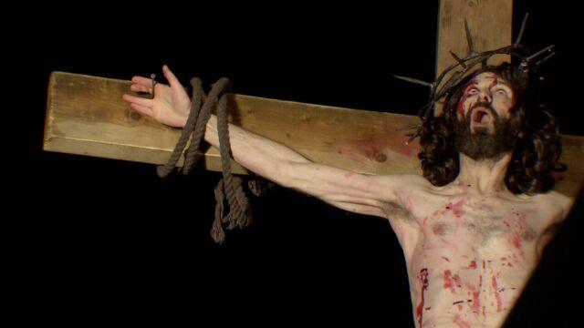 Więźniowie w wielkim widowisku. Odtworzyli śmierć Jezusa