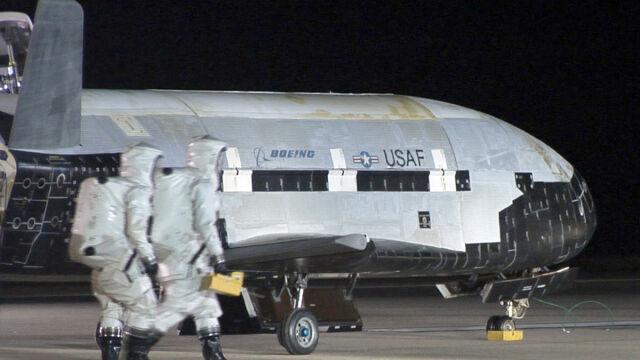 X-37B wraca na Ziemię. Tajna maszyna Pentagonu spędziła 22 miesiące w kosmosie