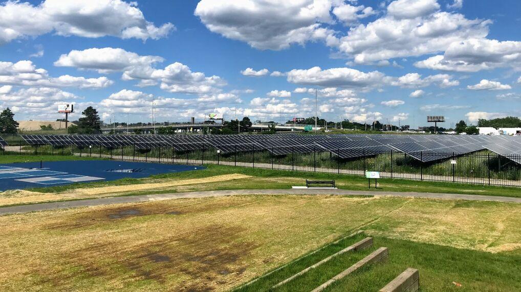 Farma fotowoltaiczna 2 MW wybudowana w partnerstwie publiczno-prywatnym miasta z firma DTE Energy