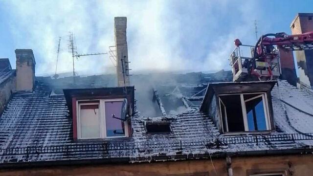 Gasili pożar, znaleźli zwłoki młodej kobiety. Mąż z zarzutem zabójstwa
