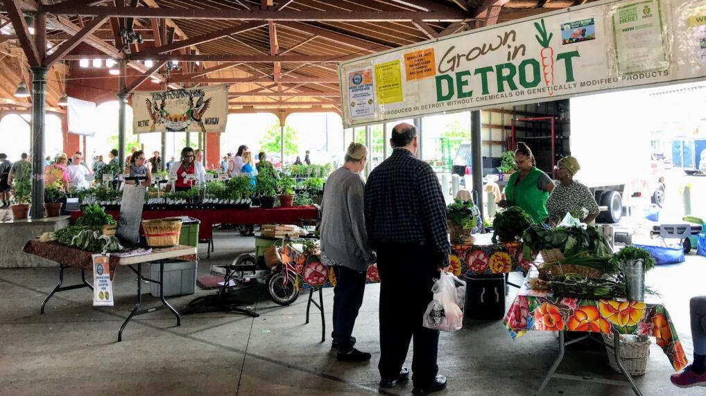 Easter Market, na ktorym mieszkancy sprzedaja zywnosc wyhodowana w miejskich ogrodach