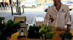 Sprzedaż warzyw na eastern Market, wyhodowanych w ogrodach miejskich Detroit