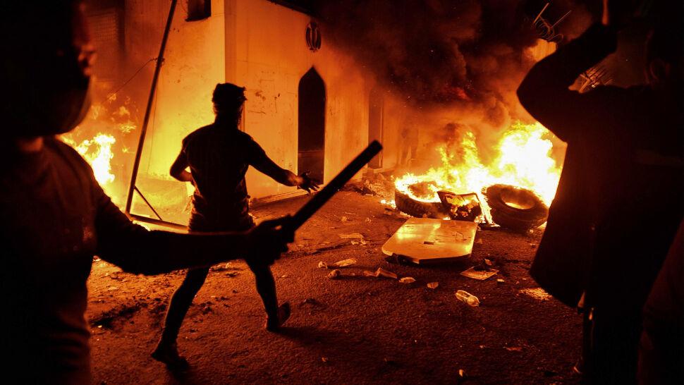 """Podpalili konsulat. """"Chcieli zniszczyć historyczne relacje obu krajów"""""""