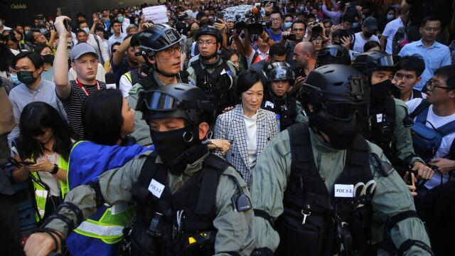 Kandydaci prorządowi ponieśli klęskę,  Pekin reaguje: Hongkong jest częścią Chin