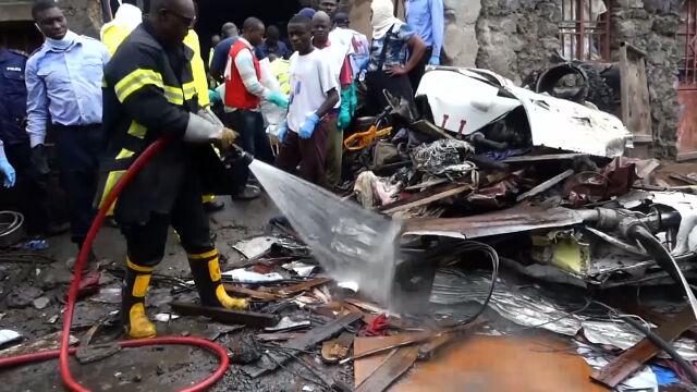 Samolot spadł na domy, zginęło blisko 30 osób.
