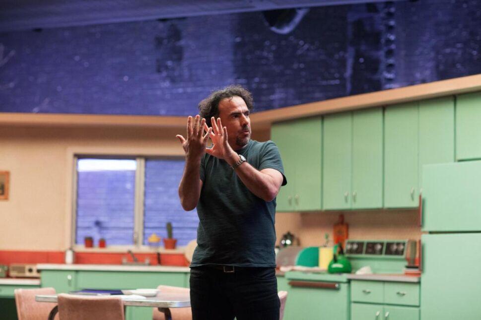 """Reżyser Alejandro González Iñárritu na planie """"Birdmana"""""""