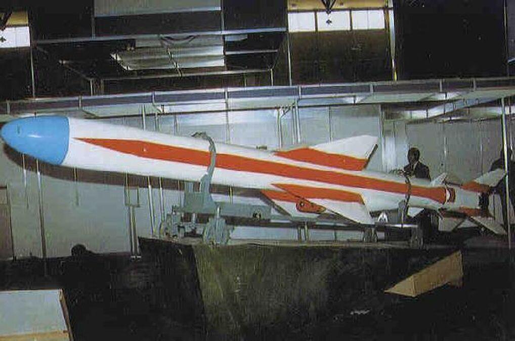 Prawdopodobny przeciwnik amerykańskiego niszczyciela, chińska rakieta przeciwokrętowa C-802