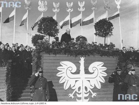 Prezydent RP Ignacy Mościcki na trybunie honorowej podczas Obchodów Święta Niepodległości w Warszawie, 1935-11-10.