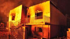 Płonące budynki oświetlały całą okolicę