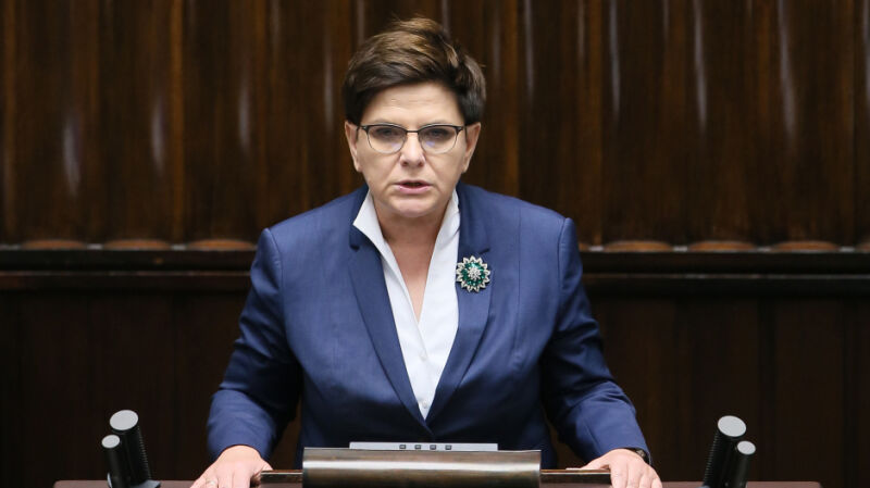 Premier Szydło prezentuje zobowiązania rządu ws. ochrony życia