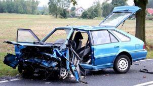 Auta skasowane po czołowym zderzeniu. Kierująca polonezem ciężko ranna
