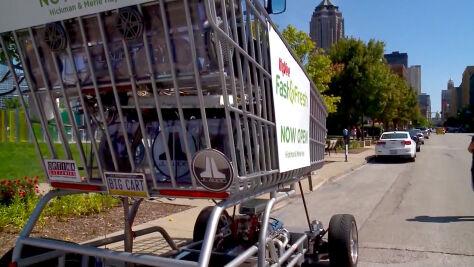 Wózek na zakupy z silnikiem spalinowym