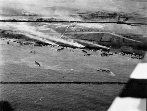 Nad plażą Gold gdzie lądowała brytyjskia 50 Dywizja Piechoty