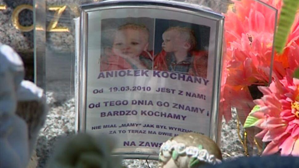 Jest wyrok dla rodziców Szymona z Będzina.  10 lat więzienia dla ojca, 5 lat dla matki