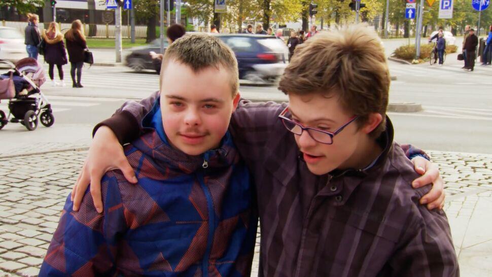 Rozdawali uśmiechy w centrum miasta.  Żeby sprawdzić, jak reagują mieszkańcy