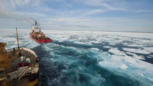 Spór o arktyczny szlak.