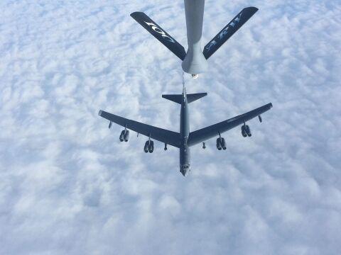 B-52H Stratofortress dotankowywany w trakcie lotu