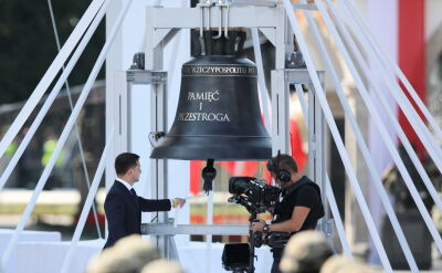 """Ceremonia uderzenia w dzwon """"Pamięć i przestroga"""""""